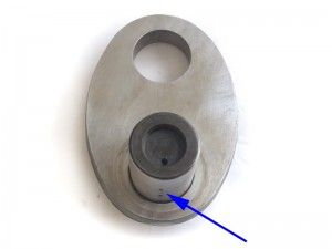 Align the holes of the oil feed along the centreline of the crank web, facing outwards